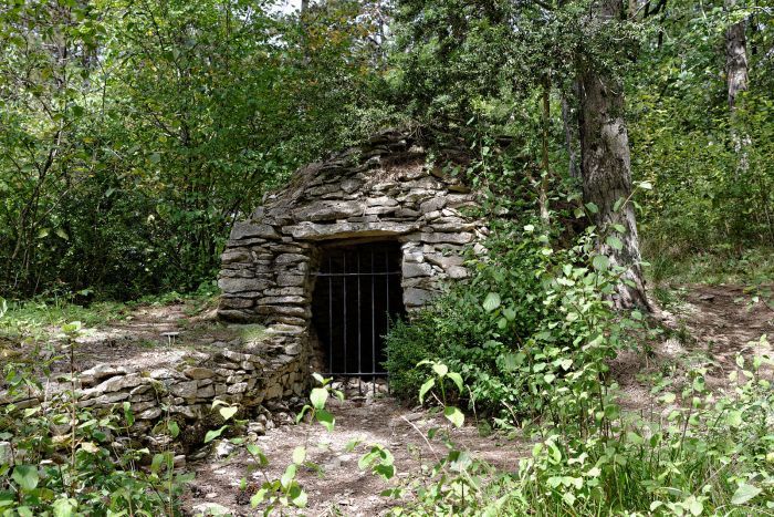 Parc_de_la_Combe_à_la_Serpent_Cadole_et meurger wikimedia